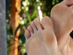 toes in